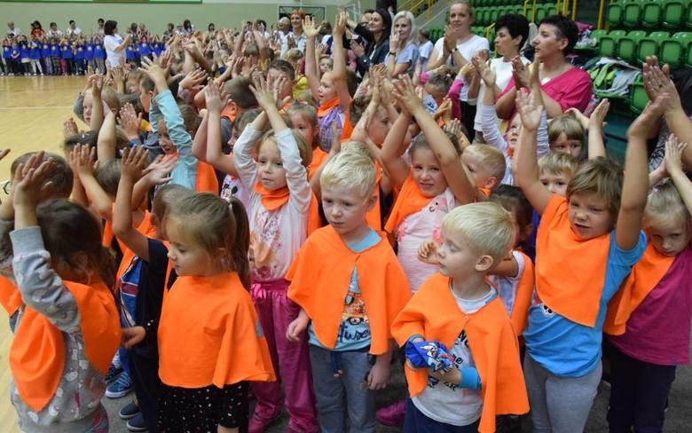 W hali widowiskowo-sportowej w Inowrocławiu odbyły się obchody Ogólnopolskiego Dnia Przedszkolaka. Uczestniczyły w nich dzieci z wszystkich miejscowych