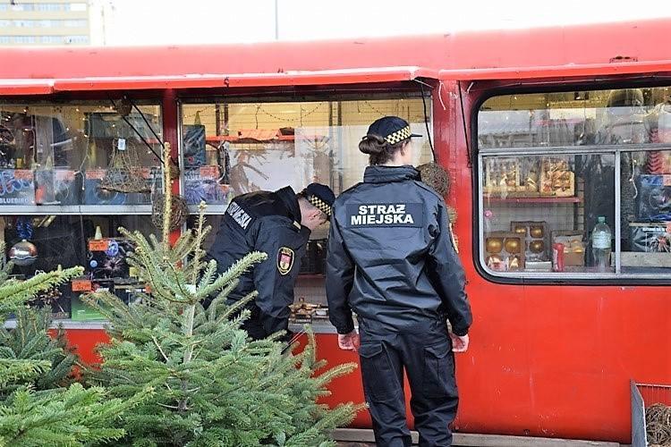 Muszą być atestowane, pochodzić z legalnego źródła, mieć załączoną instrukcję w języku polskim, a ich opakowania nie mogą być uszkodzone - strażnicy
