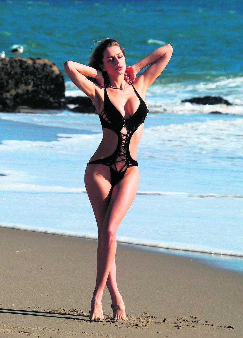 W rytmie słońca! Czerń króluje także na plaży. Bikini ma wiele odmian