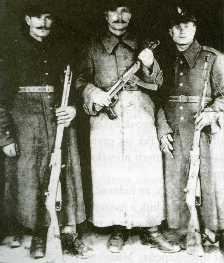 Z lewej Antoni Jacyno, wujaszek braci Maciejewskich. W 1939 roku poszedł na wojnę. Wzięty do niemieckiej niewoli uciekł z transportu kolejowego, wrócił na Wileńszczyznę i znów wstąpił do polskiego wojska