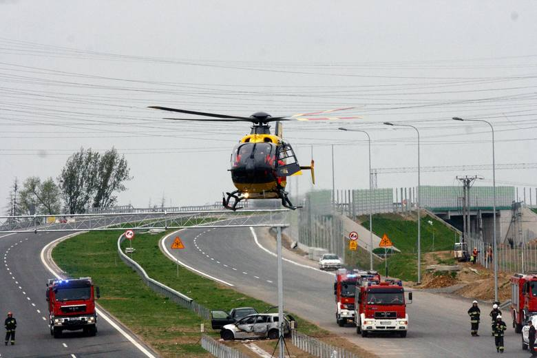 Wypadek na S8 miał miejsce po godz. 8 rano, na wysokości miejscowości Potok - między węzłami Złoczew i Sieradz Południe. Jak poinformowali nas strażacy,
