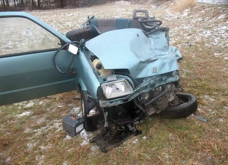 Jaświły. Śmiertelny wypadek na drodze. Czołowe zderzenie vito z cinquecento (zdjęcia)