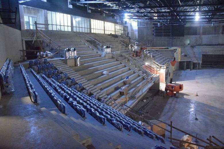 Sesja rady miejskiej w Radomiu. Radni zadecydują o losach budowy hali i stadionu. Zgodzą się wydać 46 milionów 600 tysięcy złotych więcej?