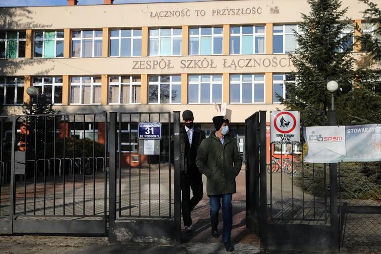 12.01.2021 krakow,ul. monte cassino 31, zespol szkol lacznosci, szkola egazmin, uczniowienz fot. oskar nowak / polska press