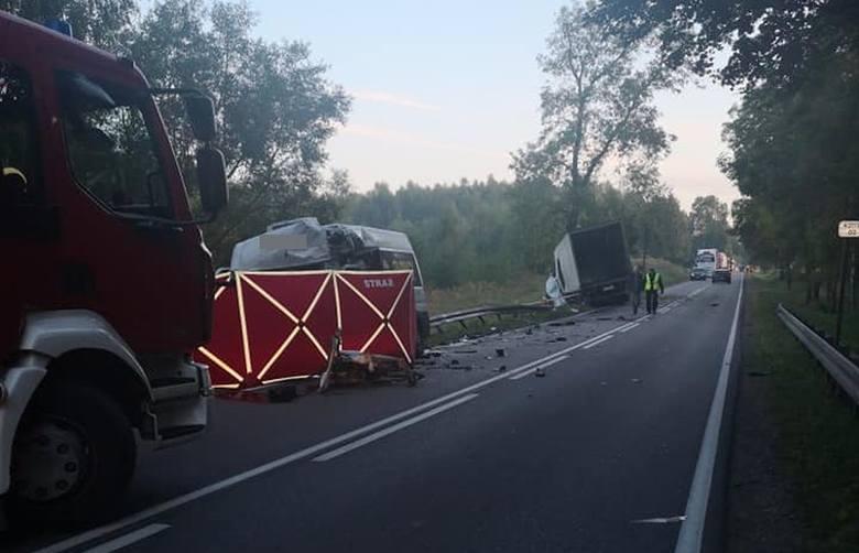 Tragiczny wypadek w Proniewiczach. Ciężarówka zderzyła się z busem. Nie żyją dwie osoby. To zdjęcie pochodzi z fanpejdża Kolizyjne Podlasie