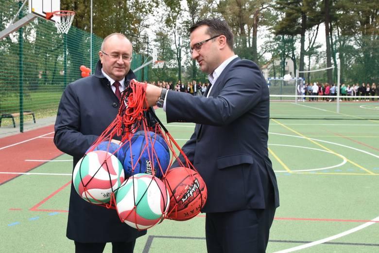 Czernichów. Uczniowie Zespołu Szkół Centrum Kształcenia Ustawicznego mogą korzystać z kolejnego obiektu sportowego