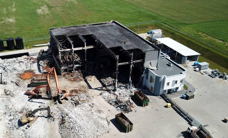 Wielka rozbiórka spalonej ocynkowni. Do końca roku chcą odbudować zakład! Zobacz zdjęcia i film z drona