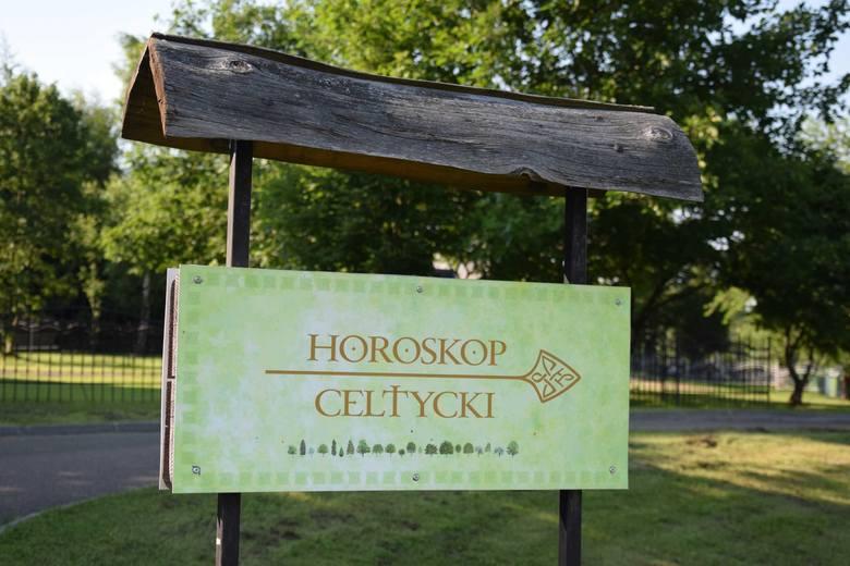 Horoskop celtycki znajduje się na placu przy kościele pw. św. Stanisława Biskupa w Lutowiskach, przy drodze tzw. wielkiej pętli bieszczadzkiej.To inicjatywa