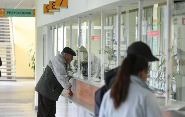 W poradniach specjalistycznych szpitala im. Kopernika - np. ortopedycznej i nefrologicznej - zapisują pacjentów na marzec 2013 r.