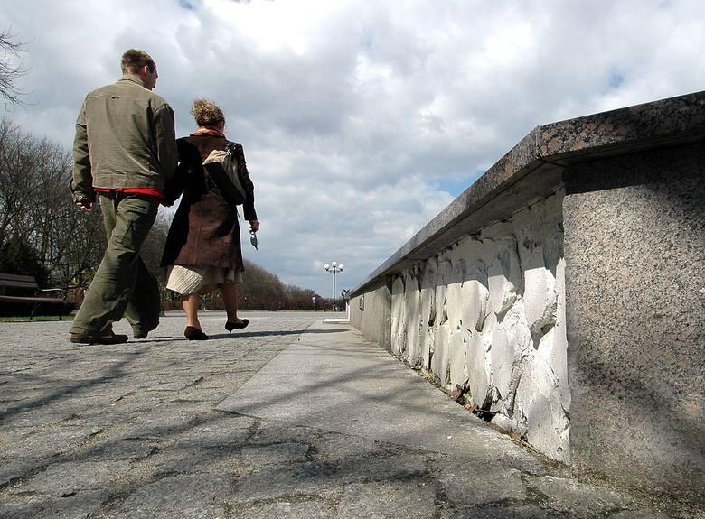 """""""Bartłomiejka"""" znajduje się w urokliwej części miasta. Trudno jednak chwalić się fontanną, z której odpadają kafelki."""