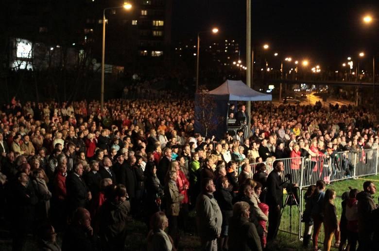 Tłumy wiernych dziękowało podczas koncertu za kanonizację Jana Pawła II i Jana XXIII.