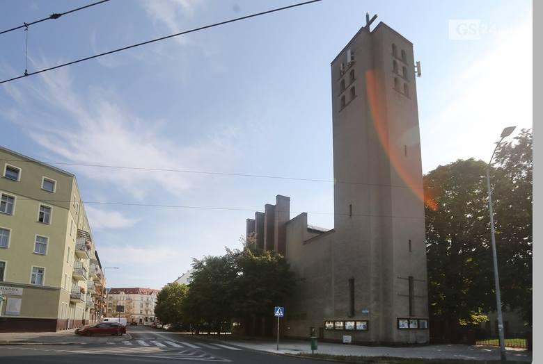 Profanacja kościoła przy ul. Pocztowej w Szczecinie. Osiedlowcy potępiają atak wandali na świątynię