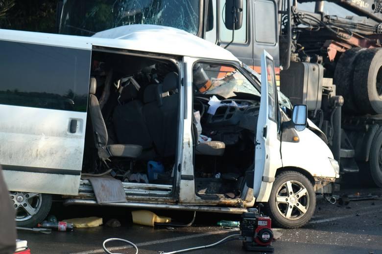 Do wypadku doszło w czwartek przed godz. 7, na drodze krajowej nr 28 w Birczy w pow. przemyskim.- Policjanci ustalili wstępnie, że kierujący fordem transitem,