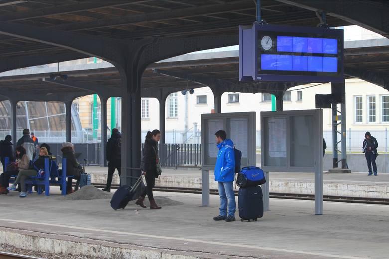 Dworzec Główny w Poznaniu: Ruchome schody pojadą też w dół! Później przebudowa starego gmachu