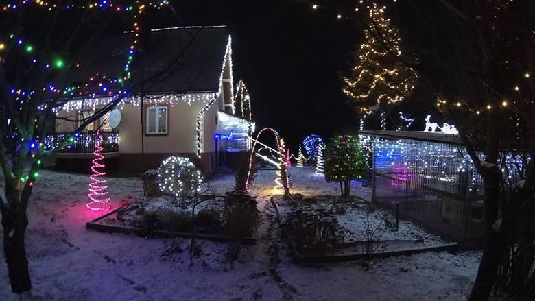- 18 lat temu iluminacja miała 200 lampek, w tym roku jest ich ok. 25 tysięcy. Dekorowanie zaczynam 3 tygodnie przed świętami - pisze pan Sebastian,