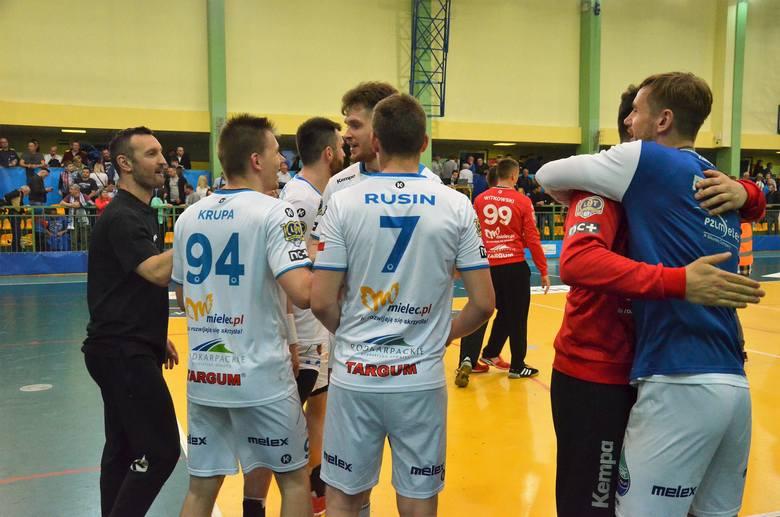 SPR Stal Mielec pokonała w drugim meczu barażowym Nielbę Wągrowiec 29:25 i zapewniała sobie utrzymanie w PGNiG Superlidze. ZOBACZ TEŻ: Marszałek Województwa