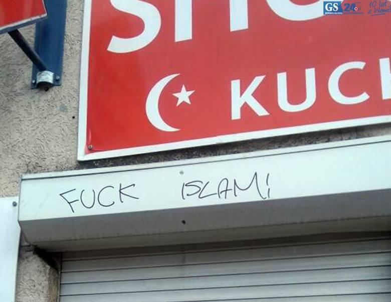 """Na restauracji pojawiły się napisy """"Stop Islam"""". Właścicielka boi się, że ktoś może zaatakować męża."""