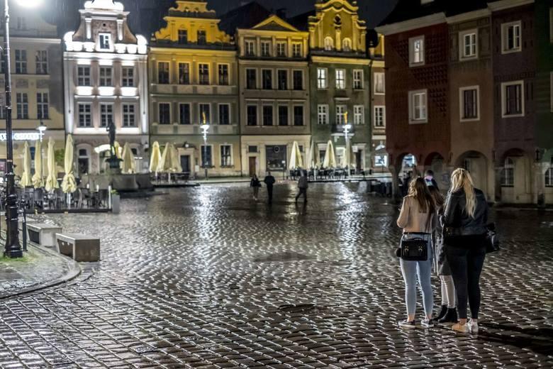 Za nami pierwsza sobota po otwarciu pubów, które były zamknięte od połowy marca z powodu koronawirusa. W centrum Poznania tłumów takich jak zwykle w