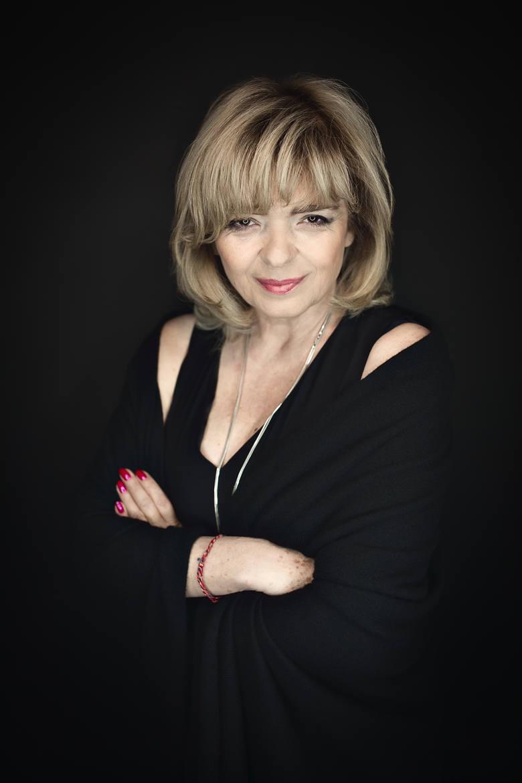 """Katarzyna Grochola debiutowała w 1997 roku książką """"Przegryźć dżdżownicę"""""""