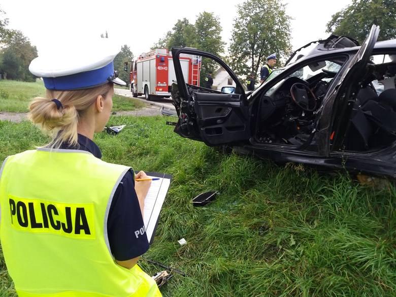 - Kierowca mercedesa i drugi pasażer tego auta, kobieta, są obecnie transportowani do szpitala - relacjonowała przed godz. 7 nam asp. Edyta Wilczyńska