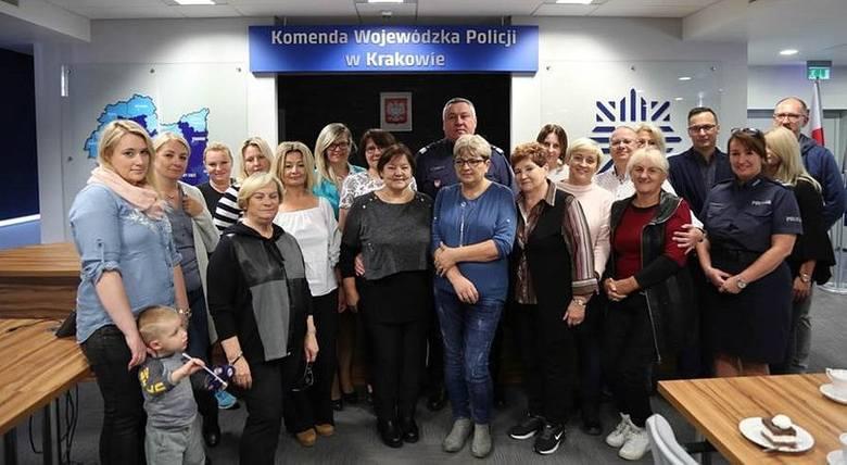 Celem powstałej w 1997 r. Fundacji Pomocy Wdowom i Sierotom po Poległych Policjantach jest wsparcie osieroconych rodzin poległych na służbie policja