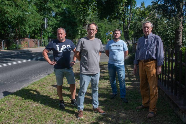 Mieszkańcy ul. Morasko od 2015 roku czekają na budowę kanalizacji. Ta miała się rozpocząć już cztery lata temu. Do tej pory łopata nie została wbita