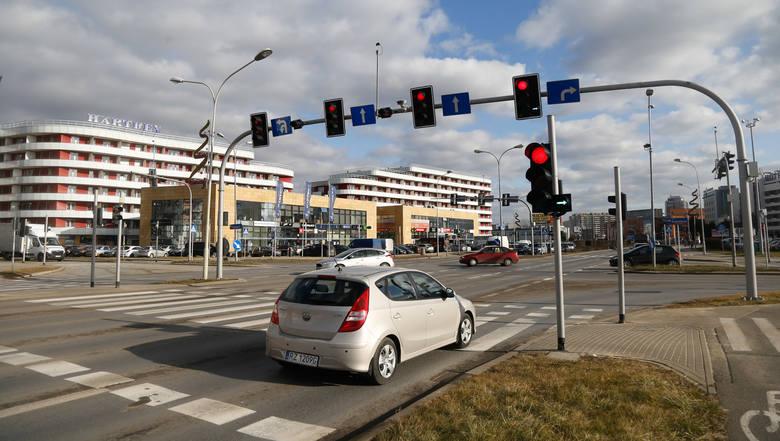 Sekundniki przy sygnalizatorach działają w tej chwili na skrzyżowaniu ulic Podwisłocze i Kopisto. Kierowcy chwalą to rozwiązanie.