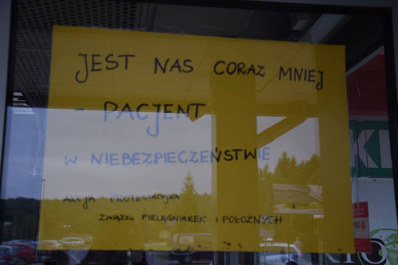 Plakaty informują pacjentów o toczącej się w Wojewódzkim Szpitalu akcji protestacyjnej.