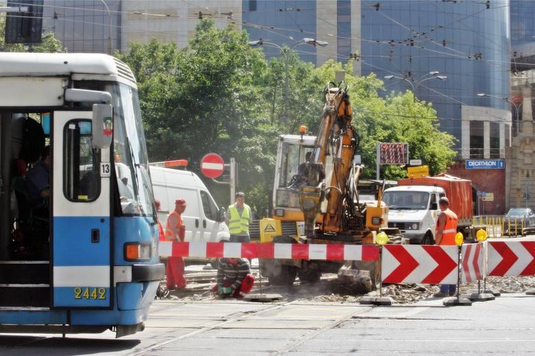 MPK informuje, że w trakcie najbliższego weekendu wymieniana będzie zwrotnica tramwajowa na ważnym skrzyżowaniu w centrum - Piłsudskiego / Świdnicka.