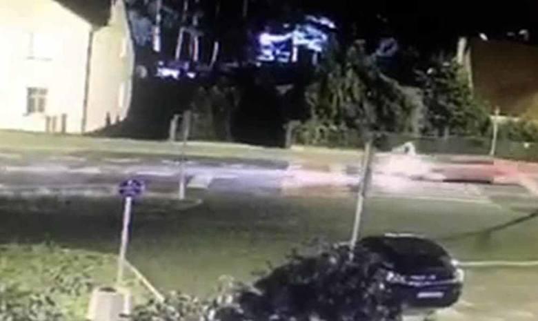 Potrącenie 15-letniego rowerzysty w Zielonej Górze. Upadł daleko od auta. Na szczęście nic poważnego się nie stało [WIDEO Z MONITORINGU]
