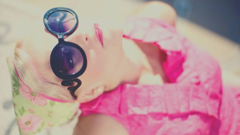 Jak przetrwać lato? Niezawodne sposoby na słońce i upał