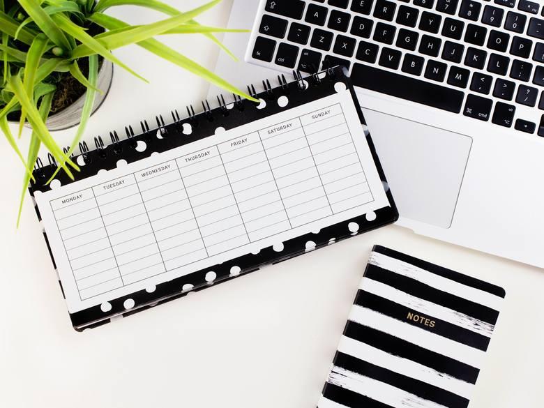 Stwórzcie ramowy plan dnia na czas kwarantanny. Zadbajcie o to, by wytworzyć pewną rutynę.