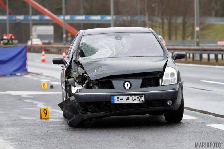 Do wypadku doszło na 218. kilometrze A4 w kierunku Wrocławia, tuż obok stacji paliw Shell.