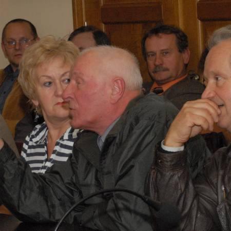 Znów w sali sesyjnej było nerwowo. Mieszkańcy os. Słowackiego są rozżaleni. Za fatalną infrastrukturę dzielnicy obwiniają obecne władze.