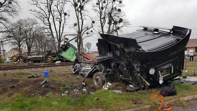 Zderzenie pendolino z ciężarówką pod Ozimkiem.