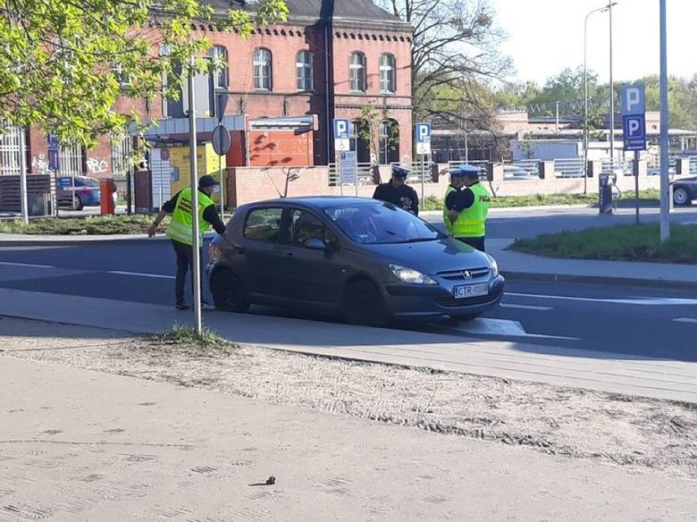 """Nieuczciwa konkurencja -  tak o """"kierowcach z aplikacji"""" mówią taksówkarze, nie tylko z Torunia. W Lublinie przekonano się, że kontrole i kary nie pomagają. kierowcy Bolta nie znikli. Wyjechali nawet ci karani przez ITD."""