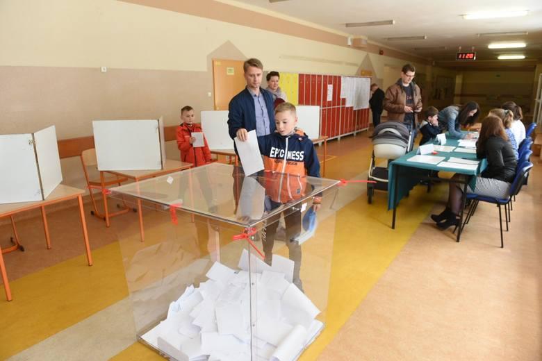 W Toruniu trwa głosowanie w wyborach do Parlamentu Europejskiego. Według danych Państwowej Komisji Wyborczej z godziny 12, w Toruniu odnotowano najwyższą