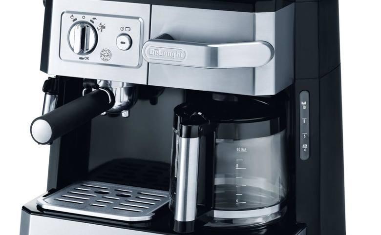Ekspres przelewowo-ciśnieniowy łączy zalety obu typów urządzeń.