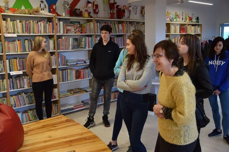 W radziejowskiej bibliotece była lekcja historii - ale bez tablicy, kredy i szkolnych  ławek