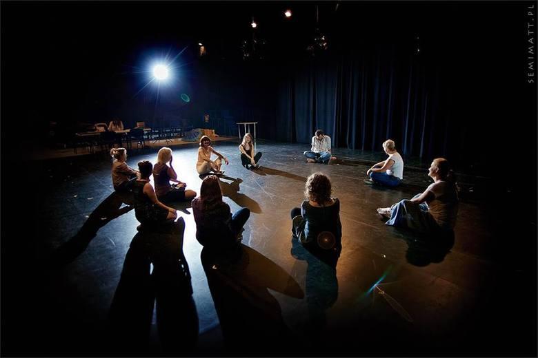W Teatrze Andersena - Warsztaty teatralne dla młodzieżyUczestnicy warsztatów pod opieką Piotra Bublewicza stworzą spektakl, który zostanie wystawiony