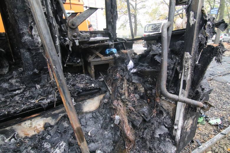 Ogromne zniszczenia po pożarze tramwaju. Kiedy koniec utrudnień?