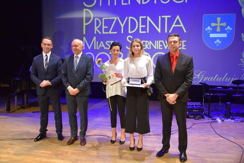 Stypendia Prezydenta Miasta Skierniewice rozdane [ZDJĘCIA, FILM]