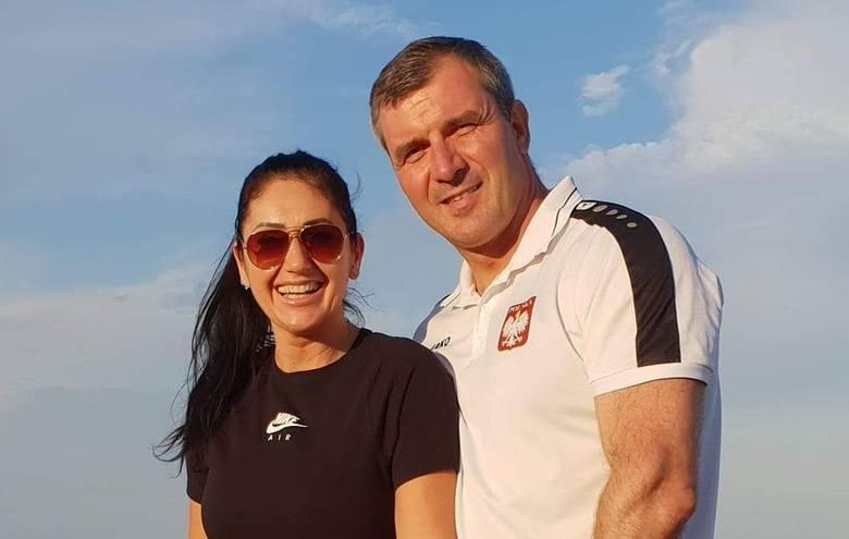 Joanna i Grzegorz Kępa, znani trenerzy fitness i kulturystyki z Ostrowca Świętokrzyskiego, obchodzą dziś 25 rocznicę ślubu.Sakramentalne tak szkoleniowcy
