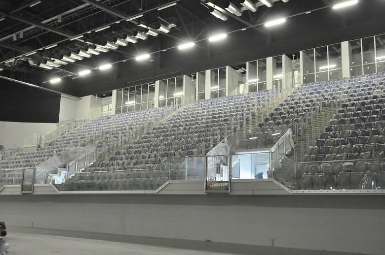 Przy ulicy Struga 63 w Radomiu trwa budowa hali sportowej. W piątek, 23 kwietnia, zarówno hala sportowa jak i łącznik otrzymały pełną moc prądu i w ciągu