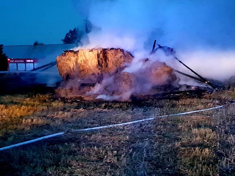 Informację o pożarze strażacy otrzymali w sobotę o godzinie 20.45. Płonęła stodoła w miejscowości Polkowo
