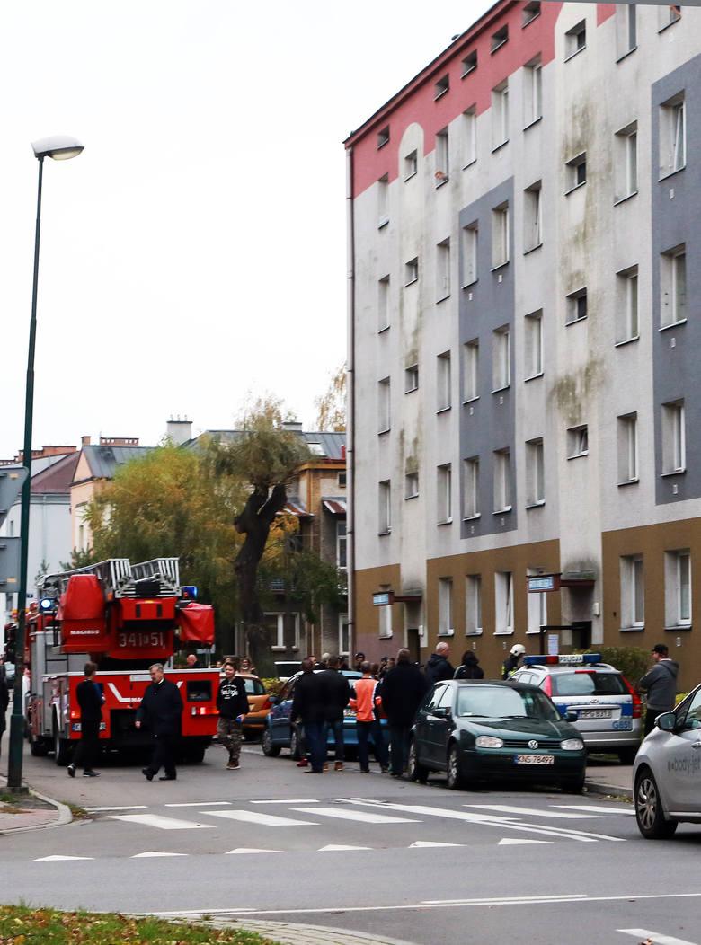 Nowy Sącz. Pożar w bloku przy ul. Grota Roweckiego [ZDJĘCIA, WIDEO]