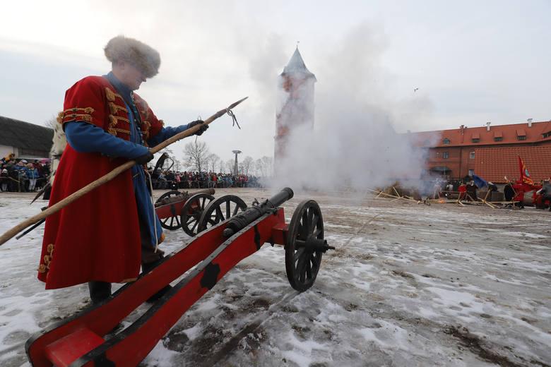 Szturm zamku w Tykocinie 2019. To jedyna taka zimowa rekonstrukcja w Polsce i lekcja historii na żywo (zdjęcia, wideo)