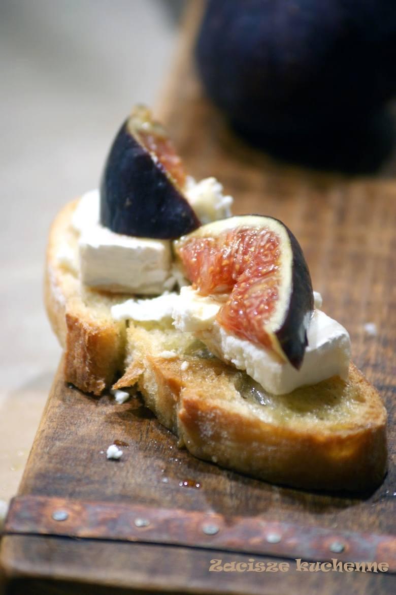 Crostini z figą i owczym serem