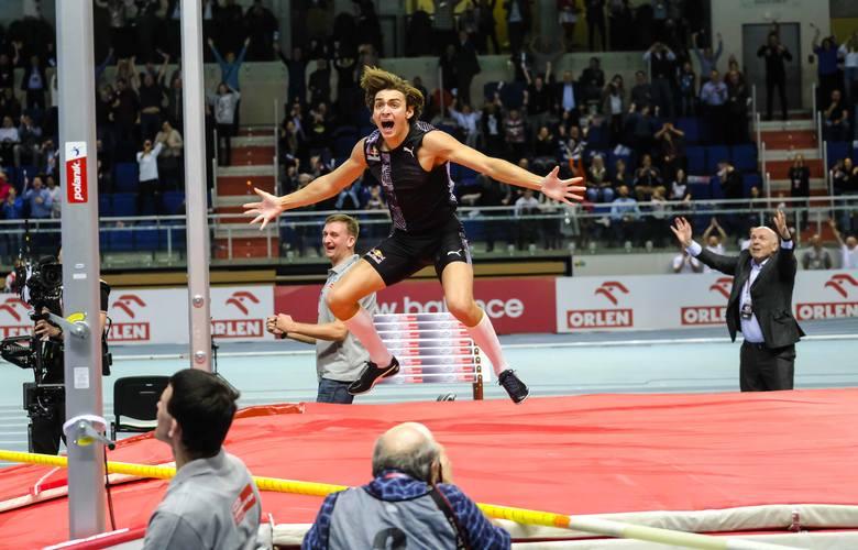 """Wyjątkowa chwila podczas Orlen Copernicus Cup w Toruniu! Armand """"Mondo"""" Duplantis ustanowił nowy rekord świata w skoku o tyczce. 20-letni"""