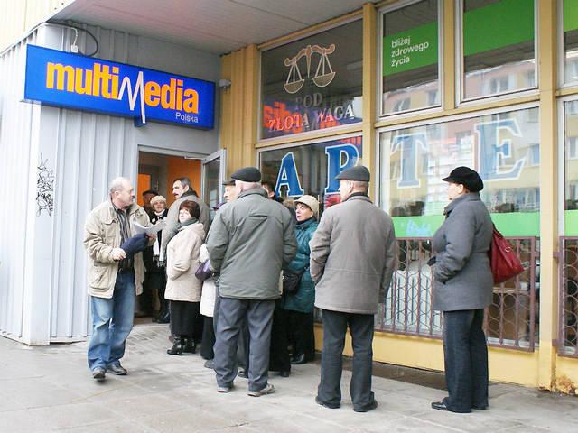 Przed inowrocławskim biurem Multimediów ustawiały się długie kolejki.